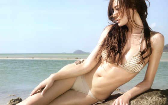 китаянка на море