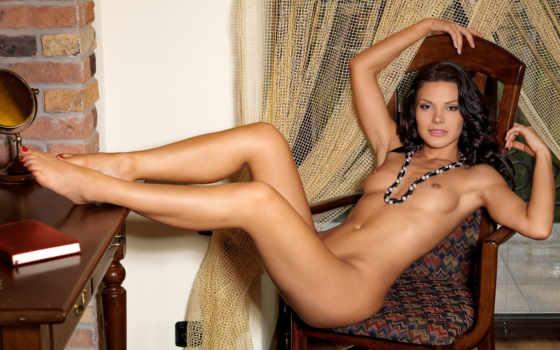 muscle, голая, бусы, маленькая грудь, эротика, ножки,