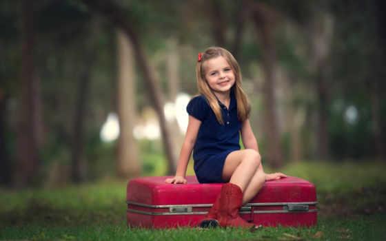 девушка, улыбка, настроение, ребенок, радость, лес, кофта, чемодан, сидит, red,