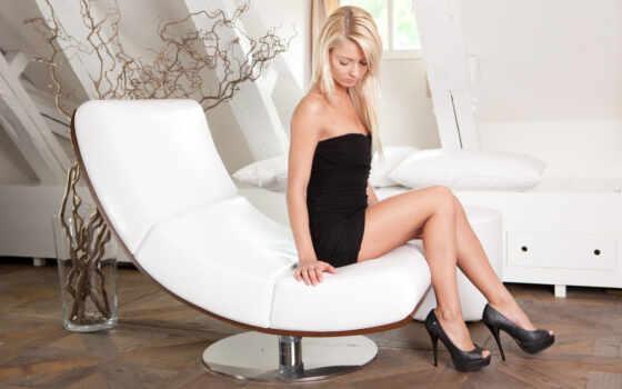 pinky, annelus, june, gerritsen, девушка, модель, armchair, окно, pillow, каблук, sit