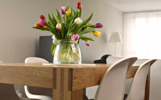 тюльпаны, ваза