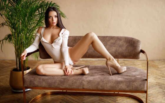 , девушка, сидит, диван, боди, туфли