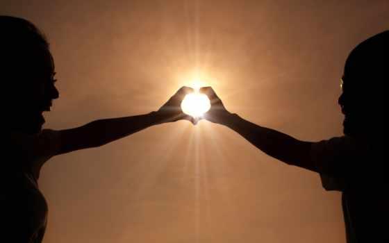 сердце из рук и солнца