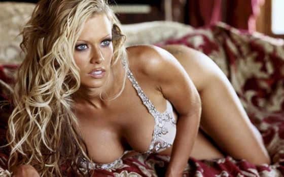 ,диван,блондинка,девушка,бюст,