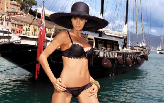море, яхта, фотомодель, позирование, черное белье, браслеты, секси, эротика, декольте, бюст, грудь, тело, взгляд, небо,