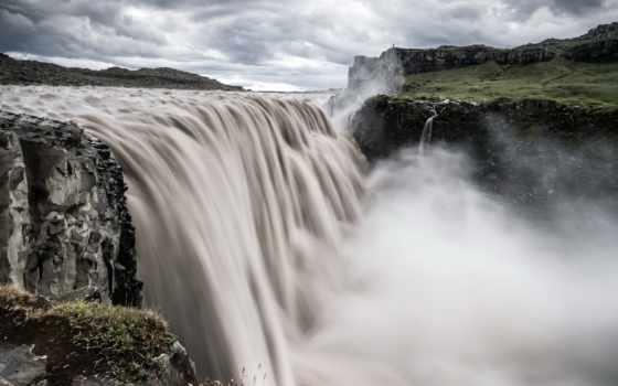 река, водопад