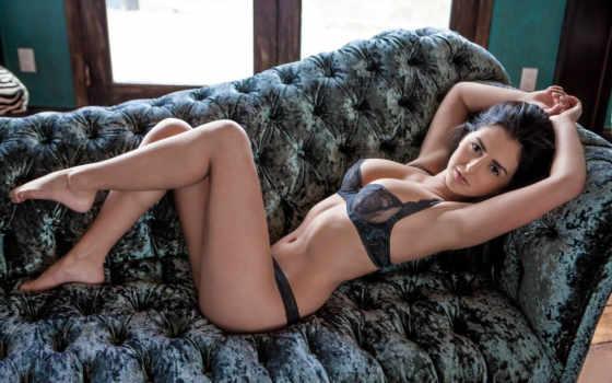 девушка на диване Фон № 105053 разрешение 1680x1050