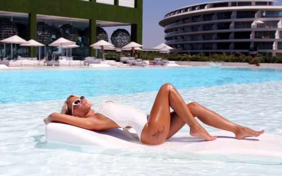 , девушка, отдыхает, бассейн, купальник,