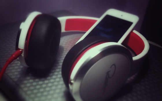 earphones & smartphone