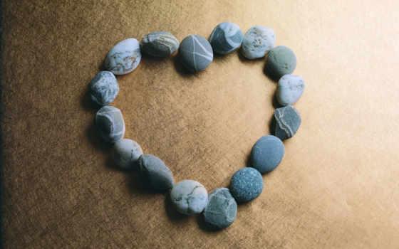 сердце из камней