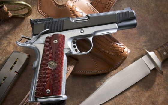 нож, пистолет