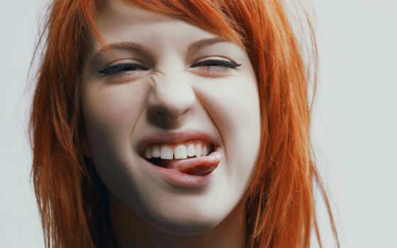 язык, показывает, девушка, hayley, williams, рыжая, статусы, singer, парню, сплетни, смайлы,
