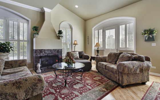 living, окнами, большими, гостиной, уютная, камином, камин, интерьере,