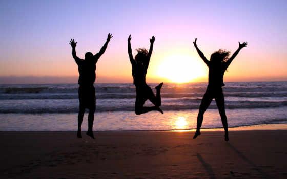 море, закат, girls, берег, парень, радость, прыжок, пляж, три,