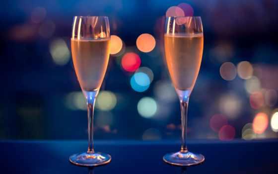 шампанское, бокала, два, бокалы, огни, красивые, шампанского, стоят, шампанским, вечер,