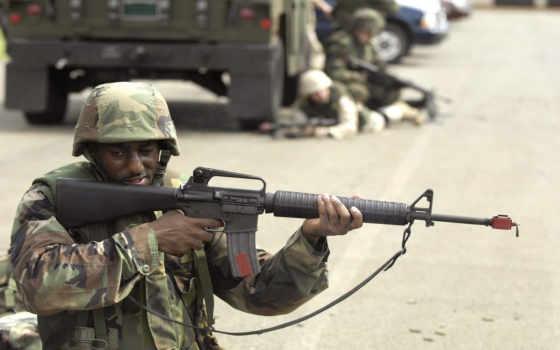 солдат с м16