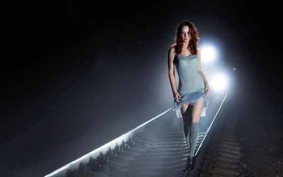 дорога, девушка, железная, поезд, ночь, свет, платье,