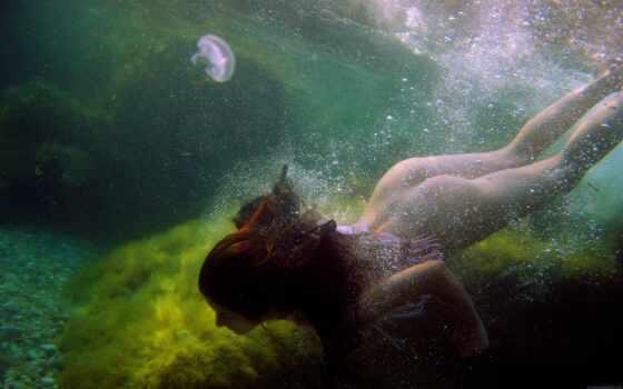 underwater,