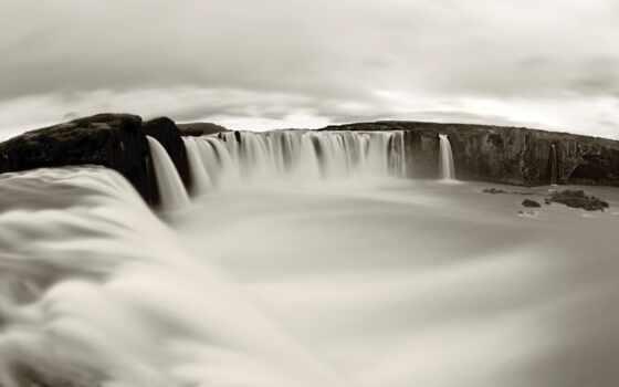 водопад, чёрно