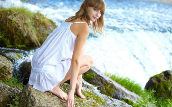 девушка, сидит, платье, водопад, камни, veda, телефон, devushki,