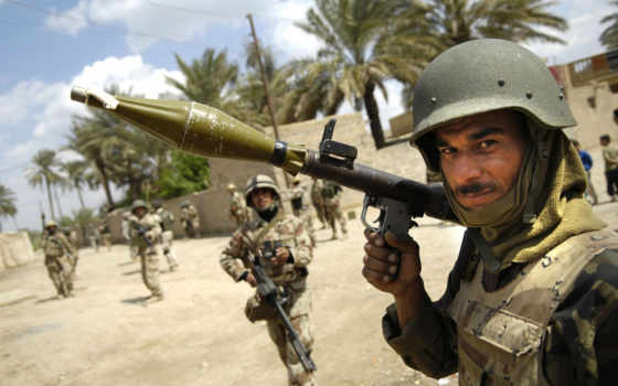солдат и гранатомет