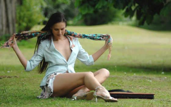 девушка, сидит, траве