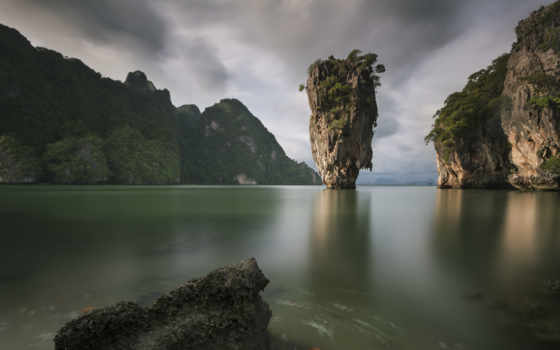 скала в море