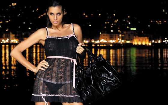 девушка, сумкой, top, timeline, facebook, черной, мешок, руках, стоит,