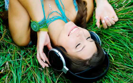 devushka, настроения, muzyka, брюнетка, улыбка, priroda, наушники, kartinka,