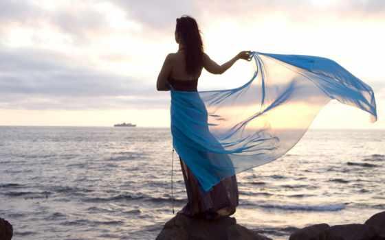девушка, парео, моря, берегу, море, стоит, голубом, платье, скалистом,