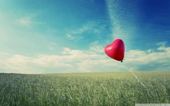 шарик-сердце на ветру