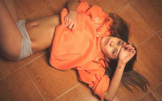 толстовки, devushka, devushki, лежит, футболки, unifashion,