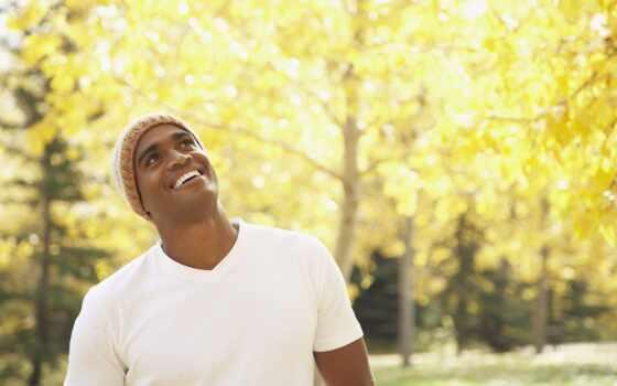 парень, смотрет, улыбка, мужчина, вверх, shapka, ulybatsya, радост, шапочка, фотография, afro