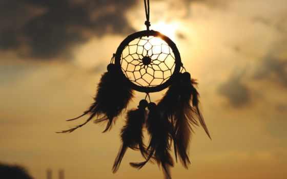 ловец снов на фоне неба