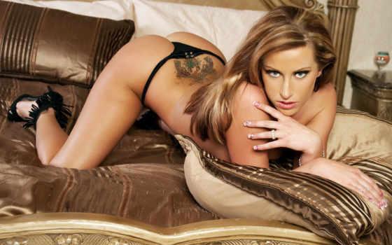 блондинка на диване Фон № 54443 разрешение 1920x1200