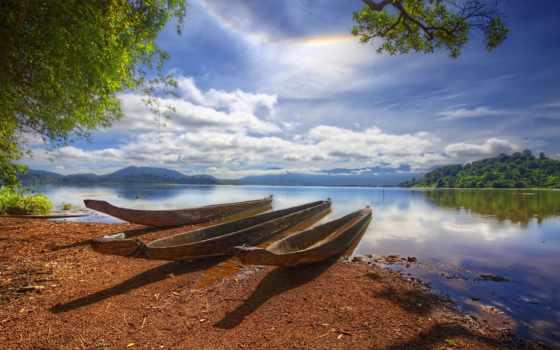 река, берег, лодка