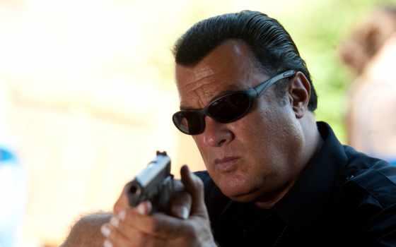 сигал, стивен, актер, получил, пистолет,