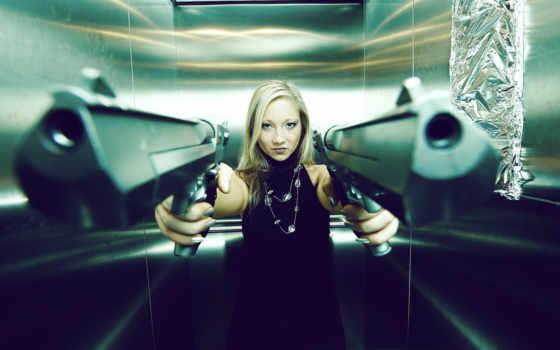 девушка, пистолеты, обстановка