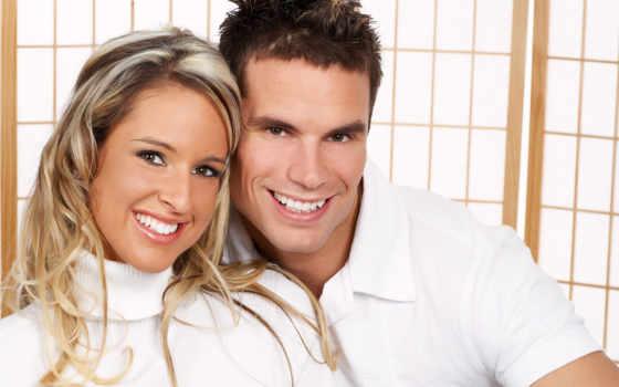 улыбающаяся пара