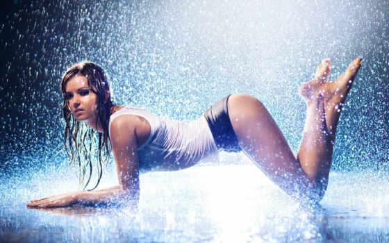 rain, girl, девушки, вода, мокрая, шатенка, hot, брызги, шортики, майка, капли, попка, картинка,