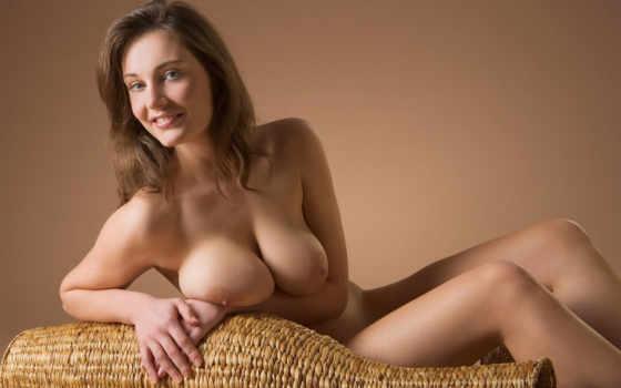 эротичная голая девушка