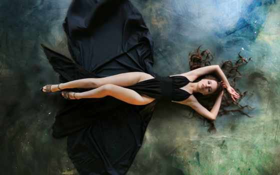 , черное платье, ножки, красотка