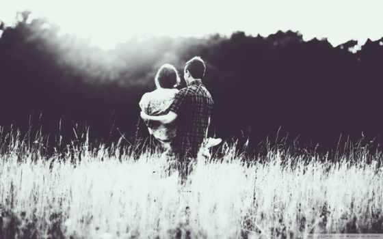 он и она, черно-белый, трава, поле, лес, засветило
