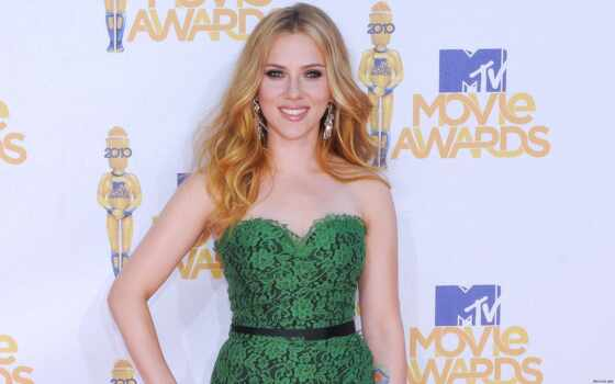 scarlett, johansson, green, dress, июня, lace, awards, movie, mtv, dolce, gabbana, nude,