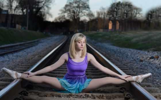 legs, spread, women, blonde, модель, рельсы, gym, девушка,