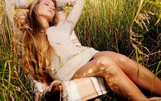 девушка, трава, кресле