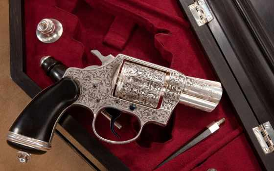 резной револьвер