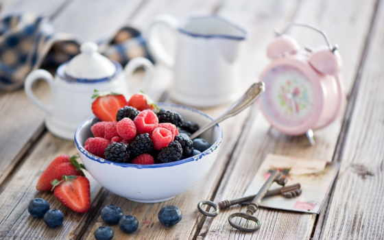 ягоды, малина, черника, телефон, blackberry, клубника, картинка, натюрморт, тревога, часы, ключи,