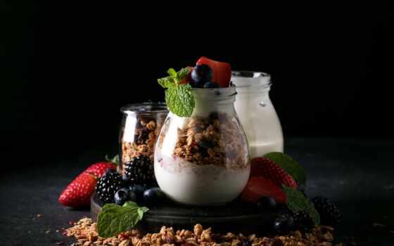 мюсли, фото, premium, getty, мед, black, yogurt, ягода, editorial, serveware