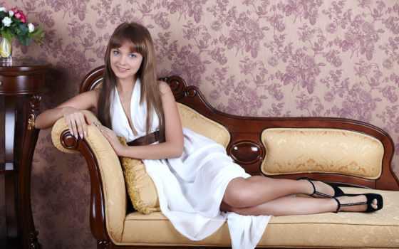 девушка, диван, платье, улыбка, лежит, белое,